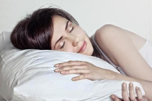 教你睡前9招,醒來會排毒瘦身!太神奇了!